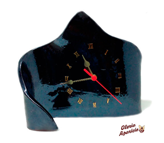 Reloj de mesa en cerámica