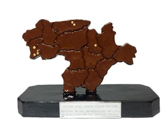 Trofeos personalizados en cerámica y alfarería
