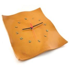 reloj de colgar amarillo
